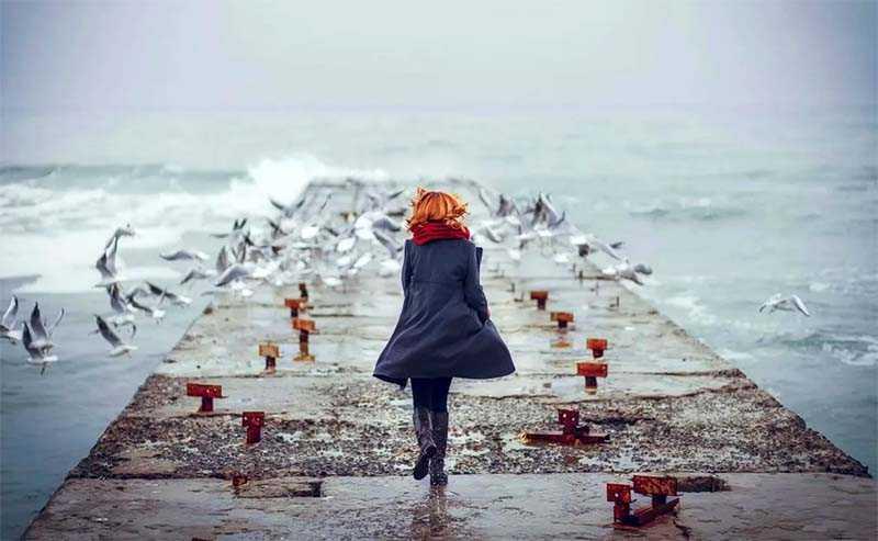 Настроение человека дрейфует в океане эмоций