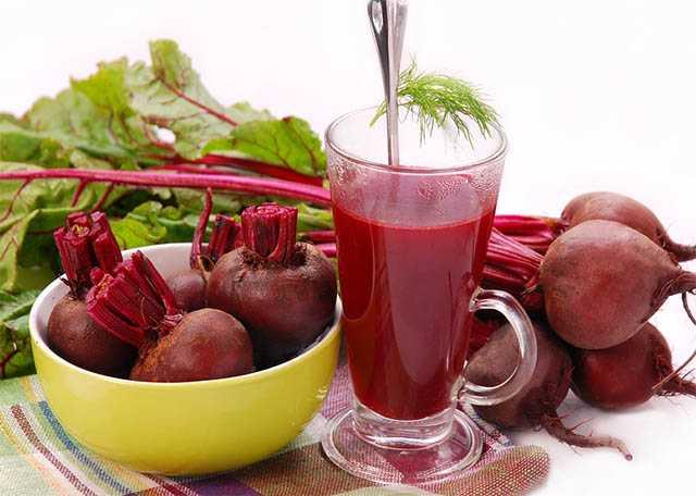 Очистка организма соками из сельдерея, свеклы, картофеля, кресс-салата, листьев репы, спаржи