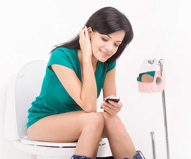 Использование телефона в туалете - это будущий геморрой