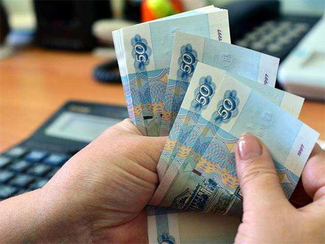 Пенсия 10 000 рублей в месяц, как прожить на нее?