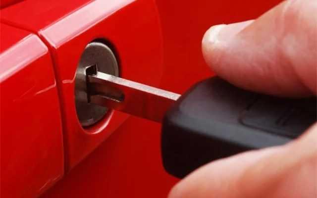 Разряжена батарейка автомобильного брелка? Что делать