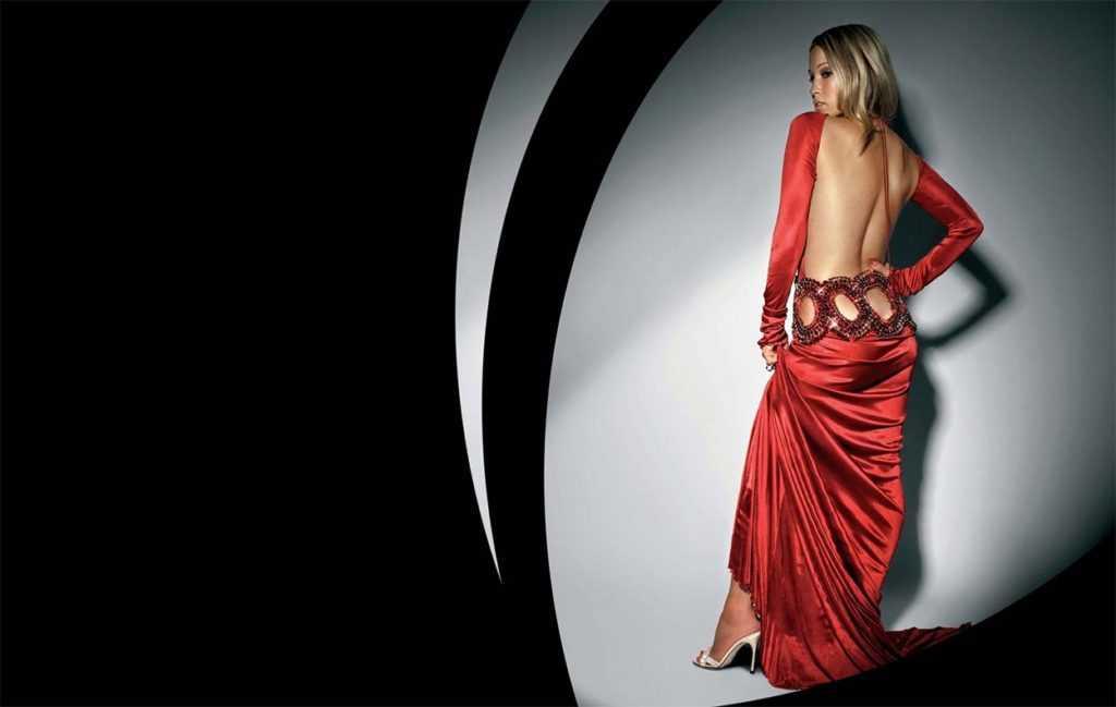 платье с обнаженной спиной история