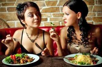 Девочки ужинали без парней, а те им завидовали