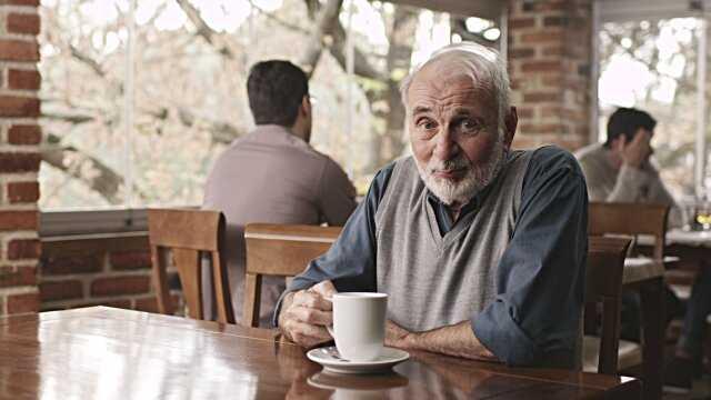 Чашкой кофе угостила пенсионера