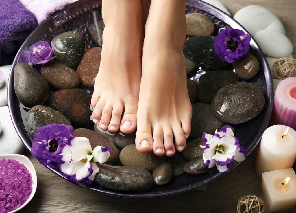 Пилинг ног: особенности и виды процедуры в домашних условиях