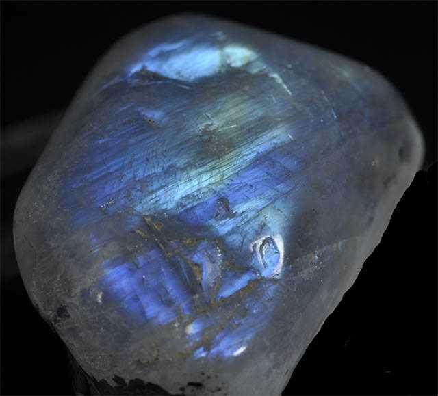 Лунный камень адуляр для снятия стрессов и чувства страха