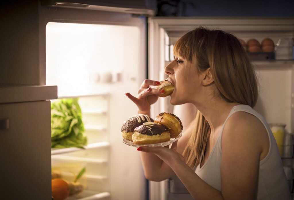 Лишние килограммы от сладкого или стресса?