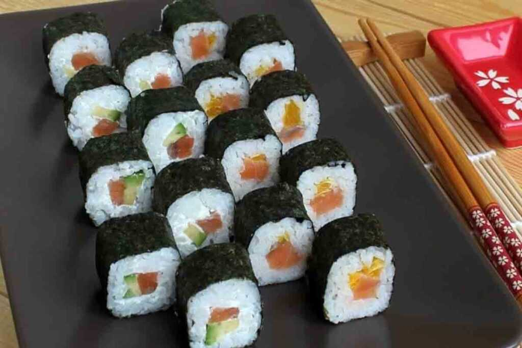 А это рецепт приготовления роллов. Они также входят в корейскую диету.