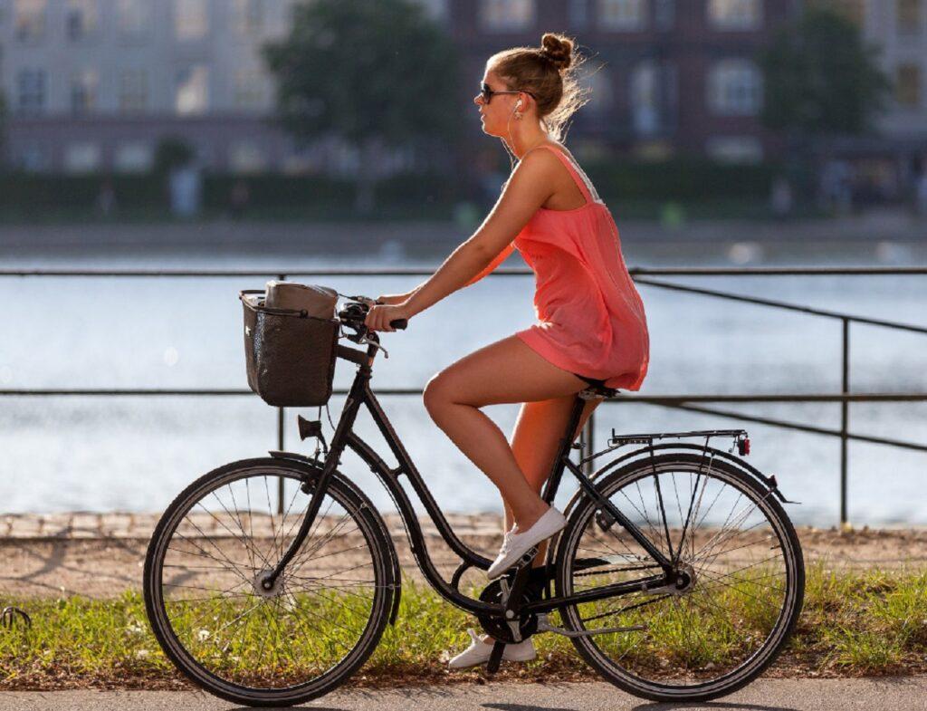Девушка на велосипеде. Юмористический рассказ