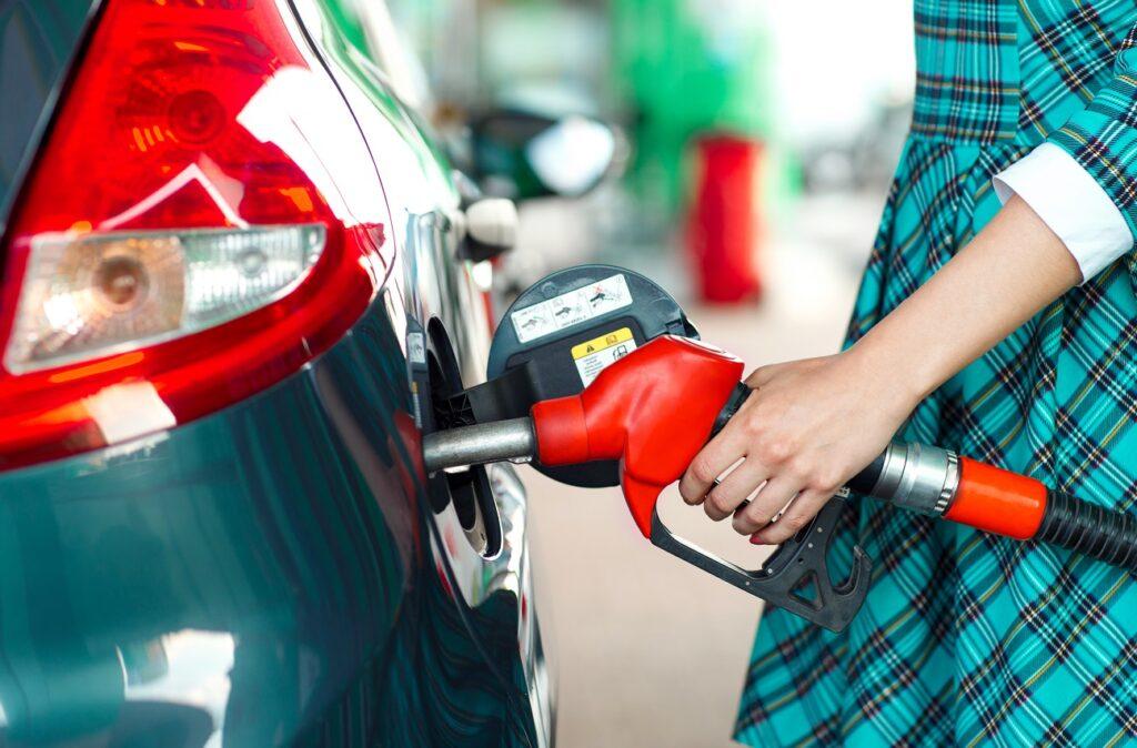 Как заправиться бензином и на какой заправке