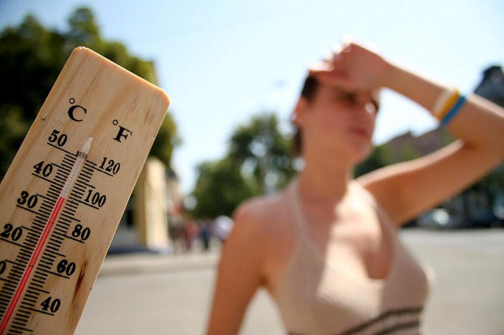 Как гипертоникам и гипотоникам лучше переносить жару