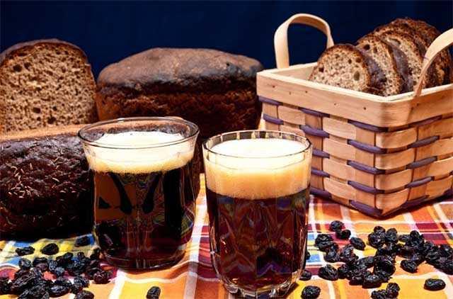 квас из ржаного хлеба с мятой